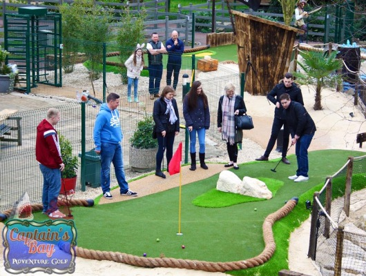 Adventure-golf-family-day