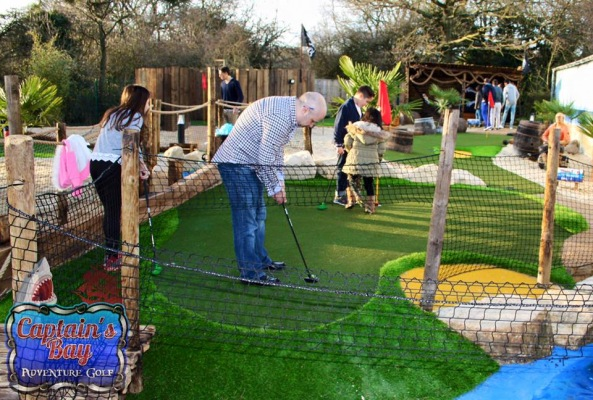 crazy-golf-putting-2