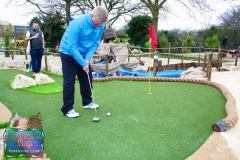 crazy-golf-putting